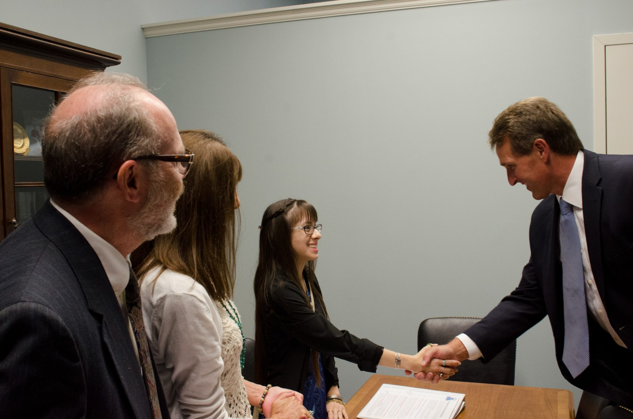 2015 NCLD Anne Ford Scholarship Winner, Savannah, meets with her elected official, Senator Jeff Flake (R-AZ).